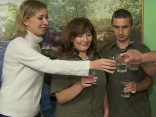 Захарова выпила водки за знакомство с польскими активистами