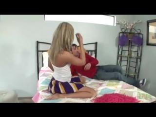 Парень трахает сексуальную девушку порно секс