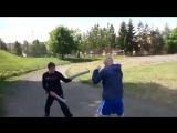 Отработка прыжкового бокового удара передней рукой.