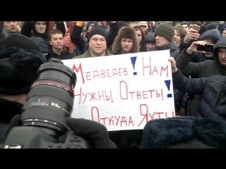 Задержание митингующих с плакатами в СПб, Марсово поле 26.03.17