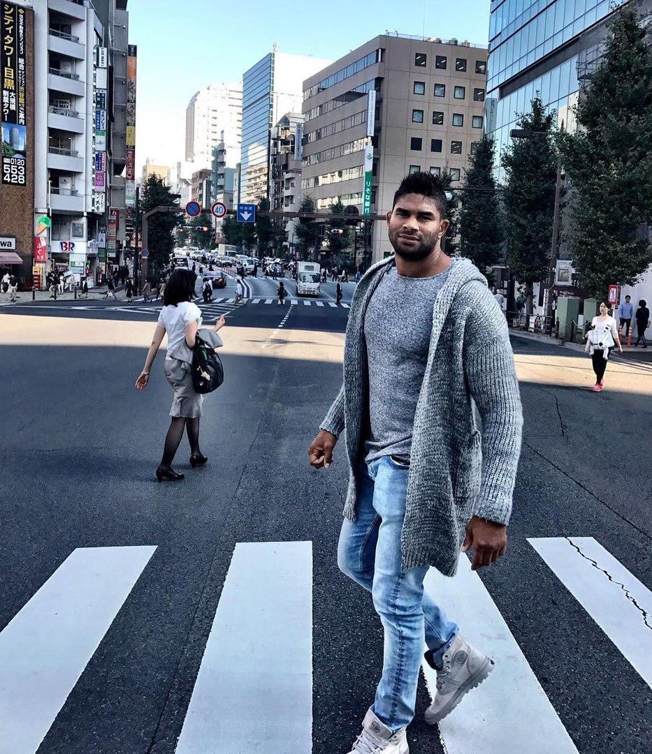 Алистар Оверим в Токио