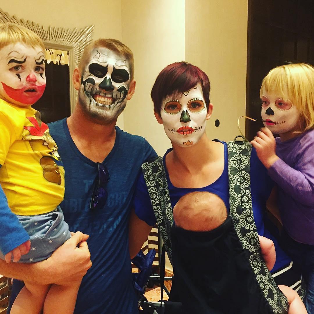 Семья Сэма Алви на Хэллоуин