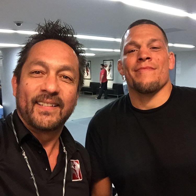 Рефери UFC Марио Ямасаки и Нэйт Диаз в Мехико