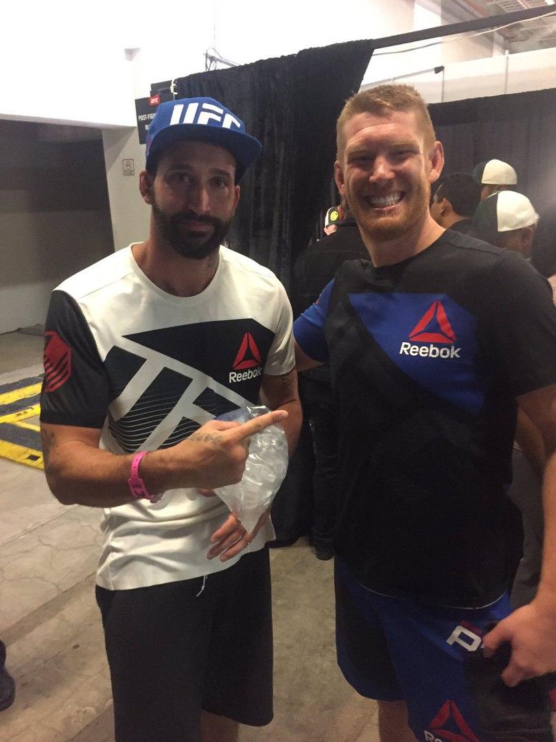 Алекс Николсон и  Сэм Алви  После боя на TUF Latin America 3: Finale