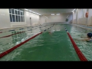 Алина плывет. В бассейне In the swimming-pool