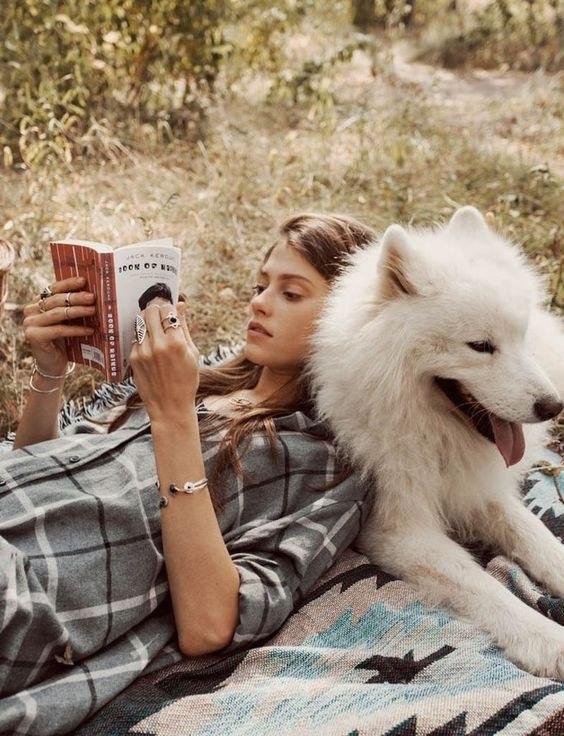 Читай книги, которые делают тебя счастливым, даже если это не классика и не академические романы, получившие награды.