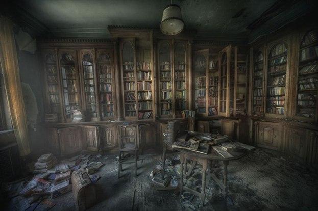 Вот на что действительно больно смотреть, так это на заброшенную библиотеку.