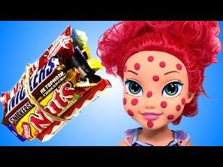 Видео для детей Куклы пупсики играют в дочки матери Кушают сладости Пупс доктор ...