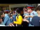 Атырауский болельщик украл кепку у Жерара Гоу