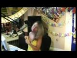 Засвет сисек на радио во время он-лайн вещания (Юлия Паго)