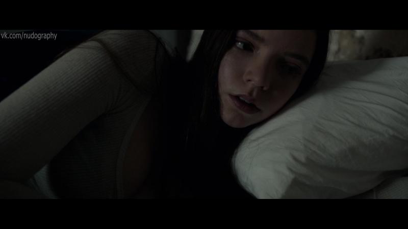 Аня Тейлор-Джой (Anya Taylor-Joy) в постели -
