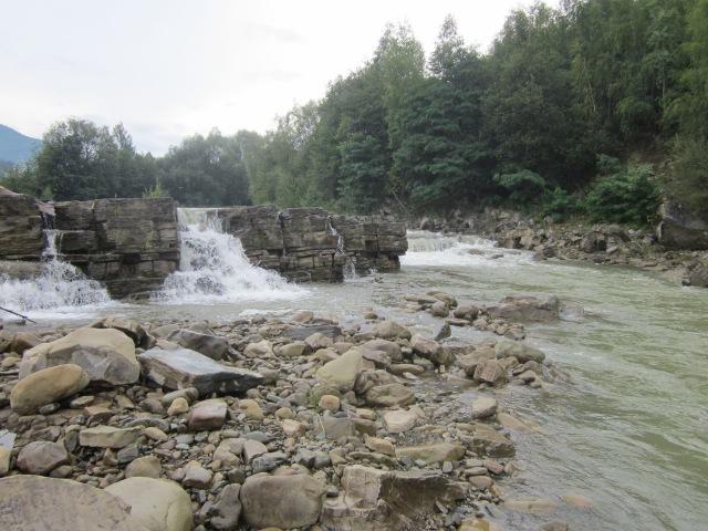 Краса річки Бистриця Надвірнянська в селі Пасічна