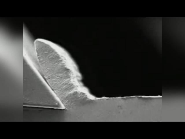 Точение металла с наростом на резце в замедленной съемке