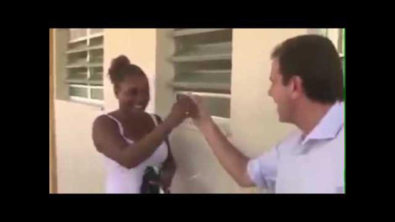 Meter Muito: Eduardo Paes entrega apartamento e diz para dona trepar muito