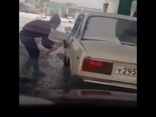 Как открыть авто топором и ломом