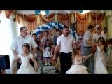 папы танцуют с дочками на выпускном в детском саду.... мамы плачут