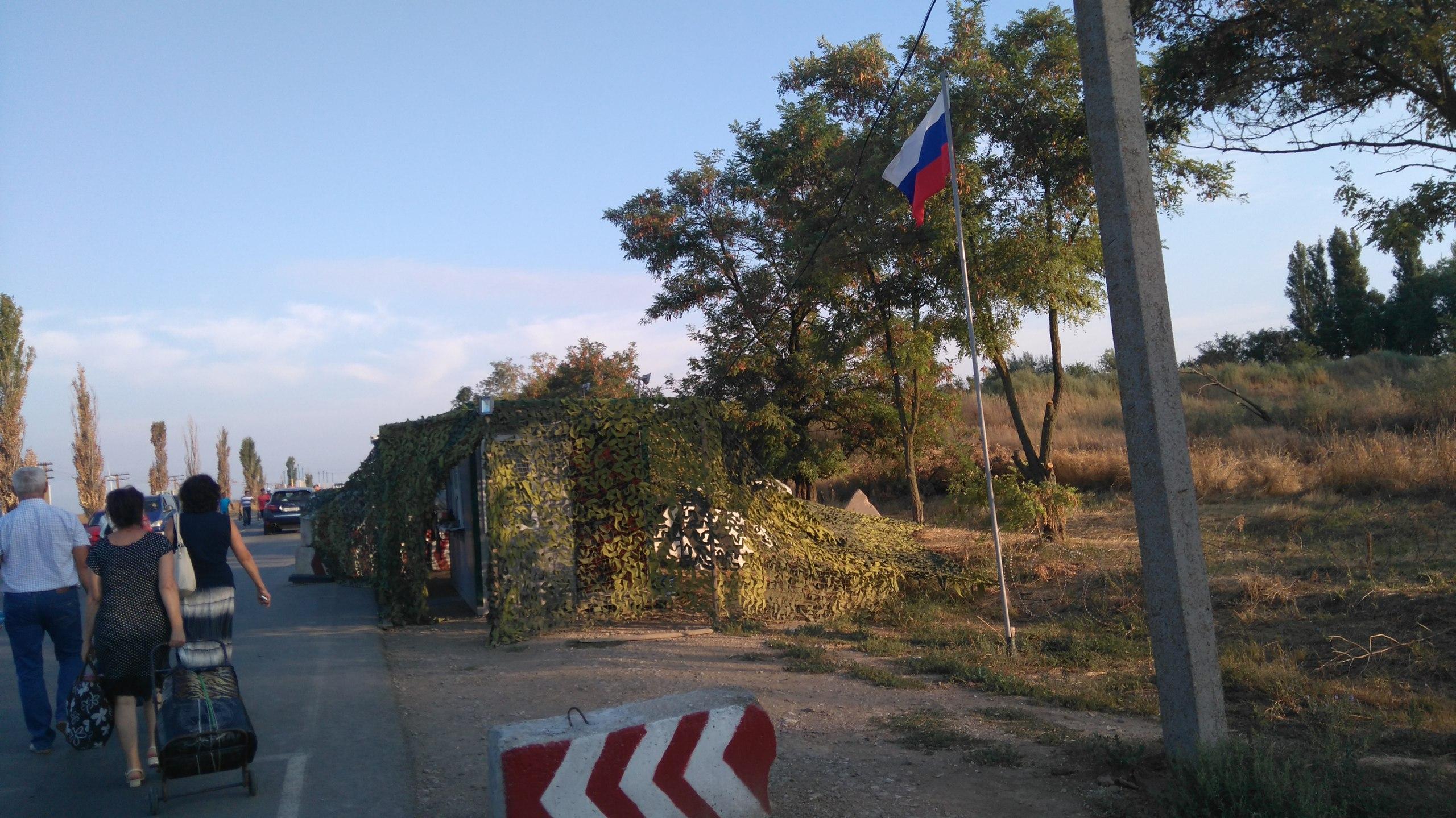 «Украина объявила нам войну» або як росіяни знущаються з туристів на КПП у Криму