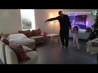 Танец дочки и папы