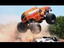 Монстр Траки борются с грязью/Monster truck struggling with mud