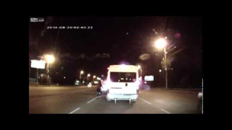 Dash-Cam-Video: Spongebob, Mickey Mouse, Bugs Bunny und Sid verprügeln russischen Autofahrer