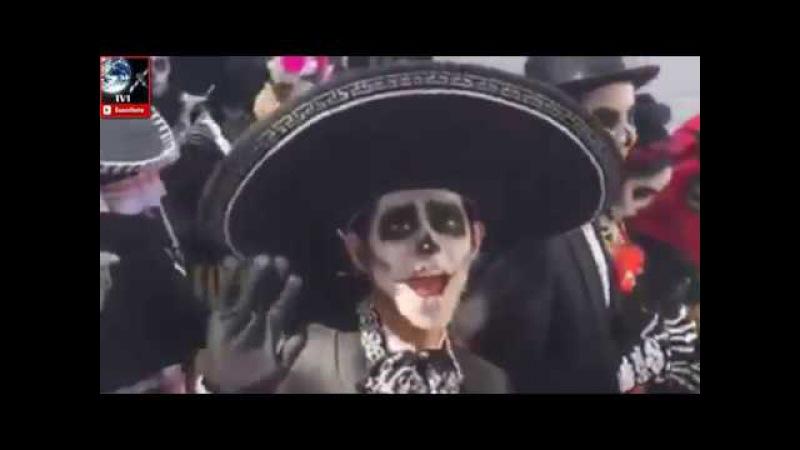ARRANCA EL GRAN DESFILE DE DIA DE MUERTOS 2016 DE LA CDMX VIDEO CATRINAS INVADEN REFORMA