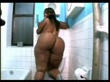 негритянка с огромной попой / big booty black girl