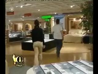 Скрытая камера в магазине!! Прикол!!