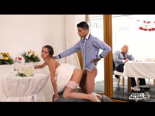 Пока муж спит, женя трахается с тамадой на свадьбе [Hot Czech Cindy Shine fucks]
