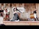 Подвижная девушка исполняет восточный танец под ритмы барабанов!