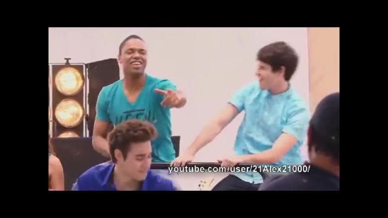 Más que una amistad - BoyBand - Violetta