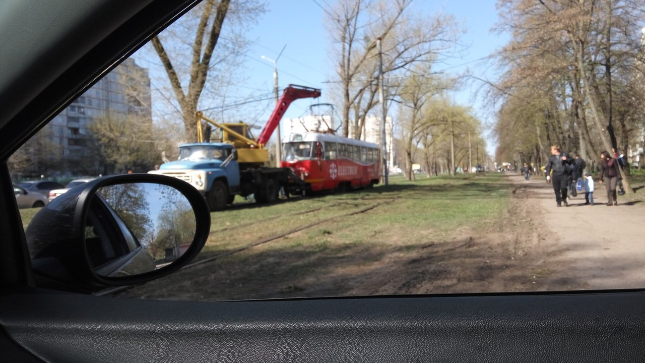 Трамваи продолжают сходить с рельсов (ФОТО)