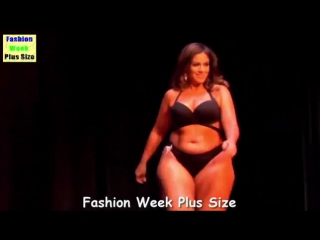Fashion Week Plus Size 2017 - Large Woman Wearing Bikini - Fashion Show By Linge