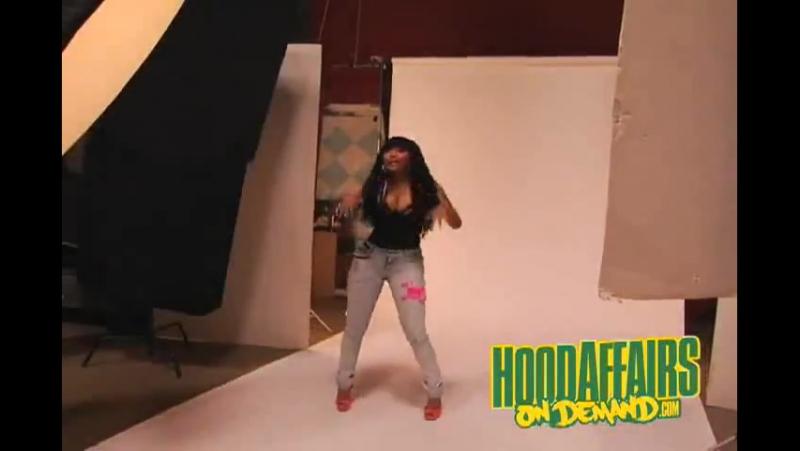 Nicki Minaj - Itty Bitty Piggy