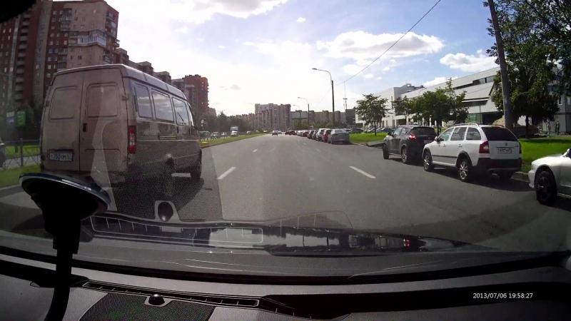 Прорыв трубы 1000мм на Российском проспекте СПб