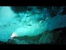 Пролёт дрона сквозь ледник на Аляске