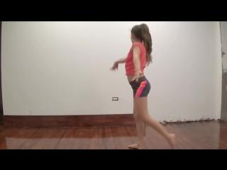 ТАНЦУЕТ МАЛЫШКА АННИКА [NatokBD.Mobi]-Dancing--ShyAnnika-Oviedo
