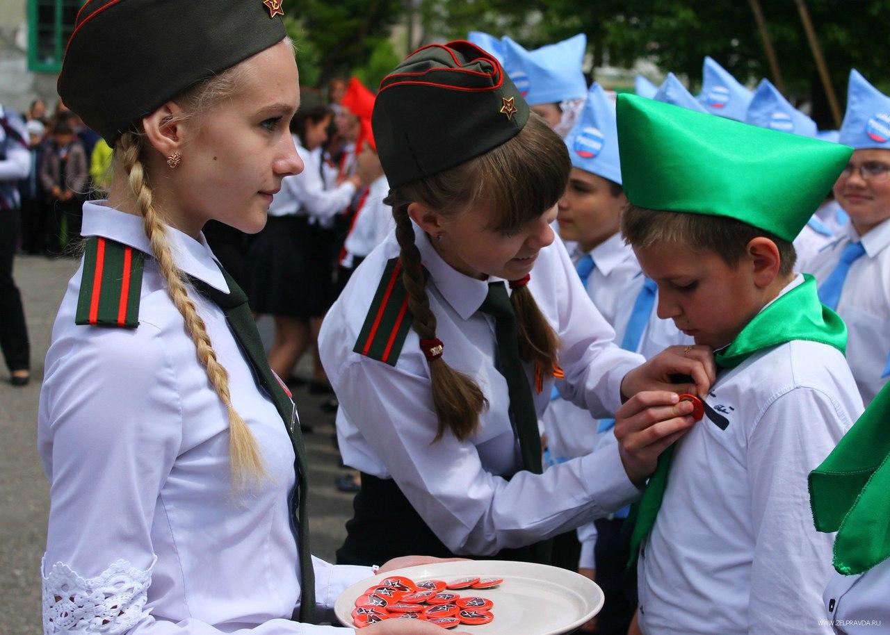 Зеленчукские школьники вступили в ряды юнармейцев
