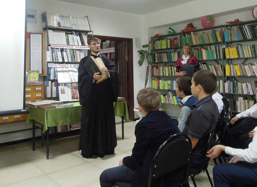 Школьникам станицы Зеленчукской рассказали о жизни Кирилла и Мефодия