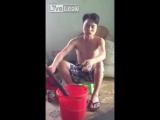Вьетнамец курит шалфей