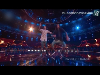 Дуэт танцоров на шоу World of Dance