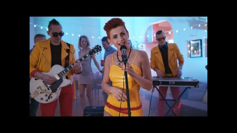 RED QUEEN - Przez Ciebie mam zranione serce (Official Video)