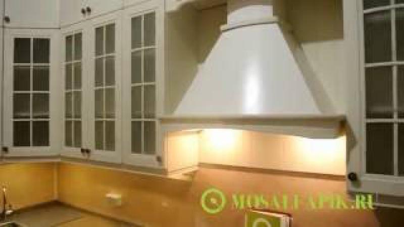 Кухня с высокими шкафами