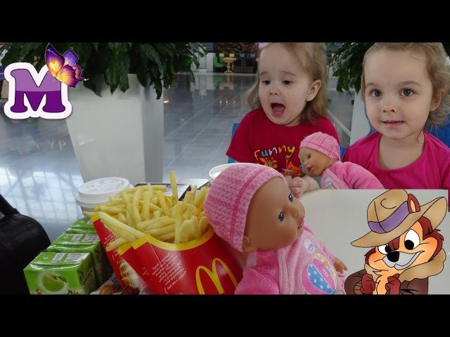 Мария и Ирина дети в Макдональдсе в Меге с куклой Катей Беби Бон Увидели Бурунду ...