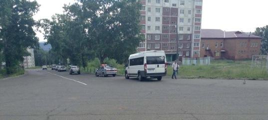 В Усть-Илимске водитель без прав въехал в пассажирский автобус