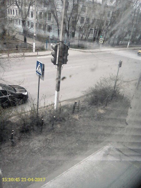 Вчера на улице Дегтярева в ТЗР срезали металлическую ограду, защищавшу