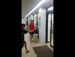 Уличная магия у 7-eleven Таиланд