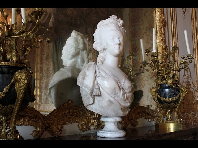 The opulent style of Marie Antoinette, The Queens Chamber- Versailles