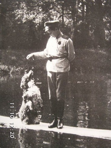 Цесаревич Алексей Николаевич со своим излюбленным псом.