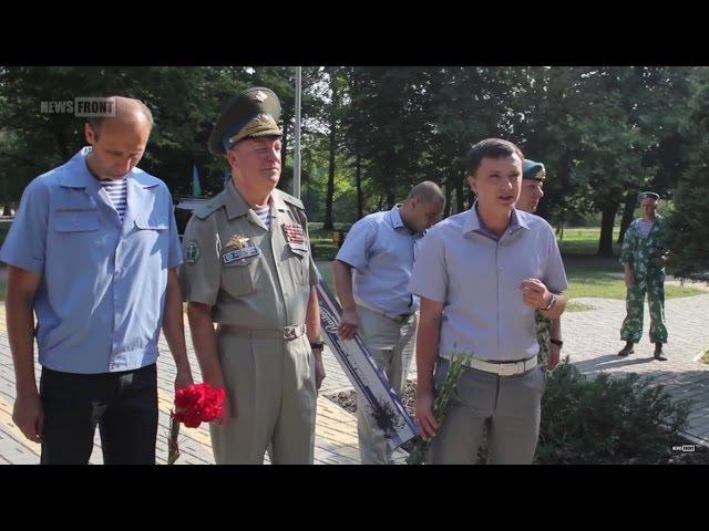 Константин Кнырик на праздновании Дня ВДВ в Симферополе Нам есть с кого брать п ...