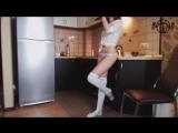 Эротик Дэнс на кухне (откровенное ню)